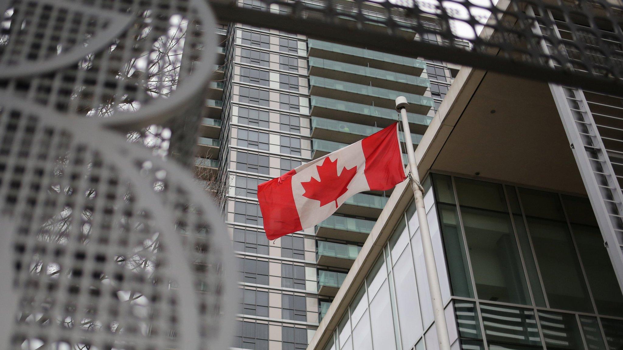 Lượng Hồ Sơ Di Trú Canada Tồn Đọng Đã Giảm 40%
