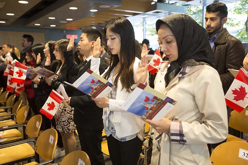 Canada Cải Thiện Quy Trình Thi Quốc Tịch