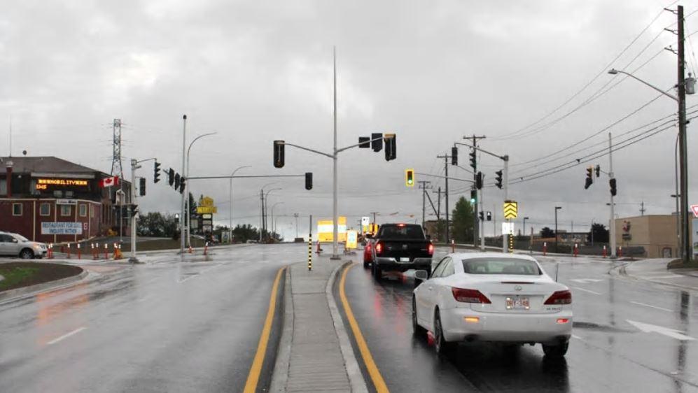 Thành Phố Fredericton Cấm Quẹo Phải Khi Đèn Đỏ Từ Ngày 6 Tháng 7 Năm 2013