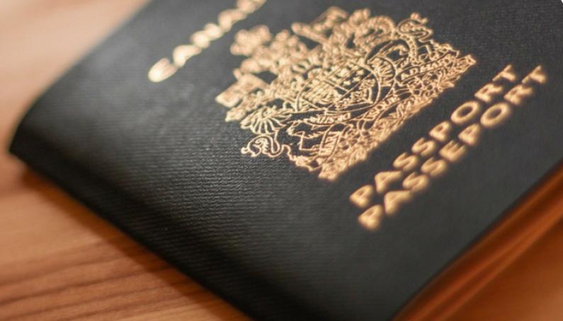 Có Sự Khác Biệt Nào Giữa Giấy Phép Lao Động Và Visa Định Cư Canada Không?