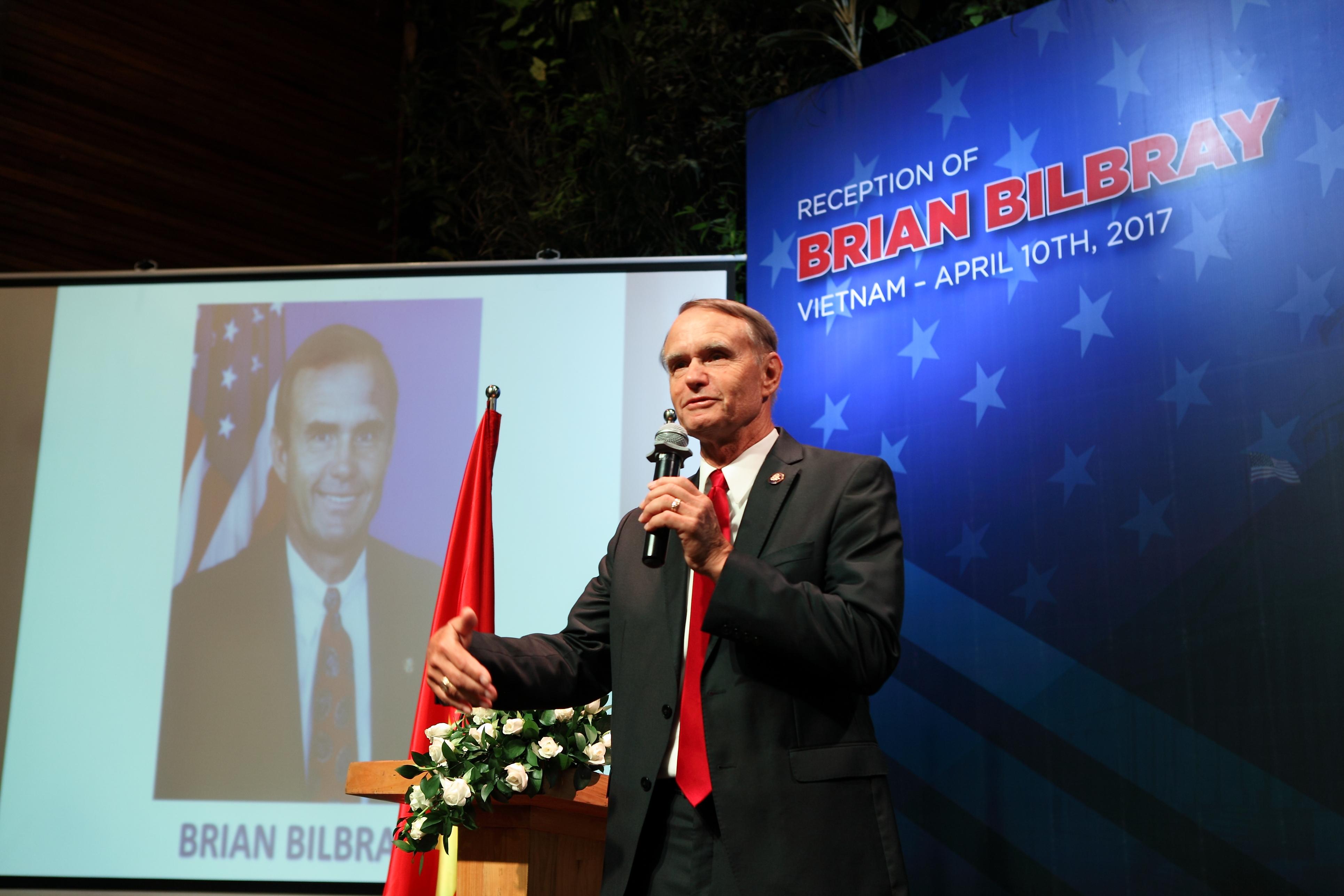 Nguyên Hạ Nghị sĩ – đại biểu quốc hội Mỹ nói chuyện chính thức cùng nhà đầu tư định cư EB5 Việt Nam tại hội nghị cùng Kornova và tập đoàn địa ốc Homefed.
