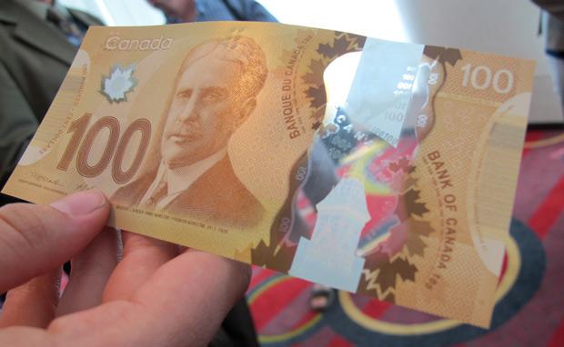 Loại Tiền Mới 100 Dollars Đã Được Lưu Hành