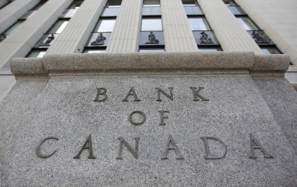 Các Ngân Hàng Canada Hỗ Trợ Người Mới Nhập Cư