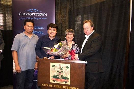 Thị Trưởng Thành  Phố Charlottetown- PEI – Mở Cửa Tòa Thị Chính Chào Đón Người Nhập Cư Mới