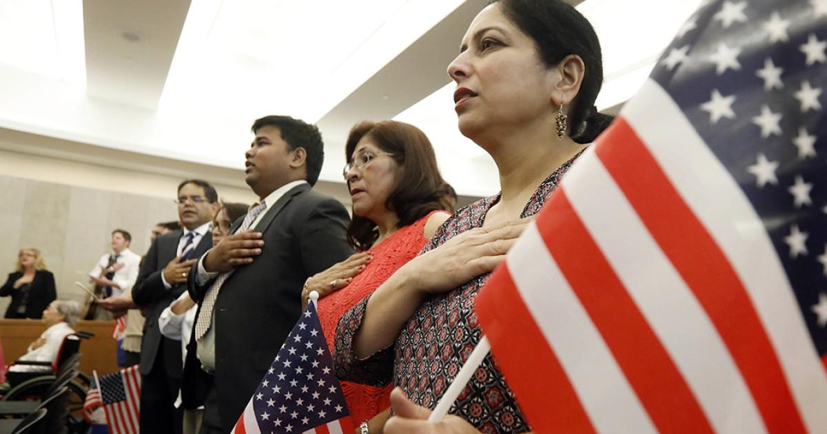 Người Nộp Đơn Thi Nhập Quốc Tịch Mỹ Có Thể Trả Phí Bằng Thẻ Tín Dụng